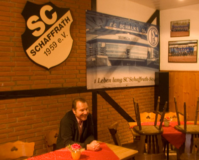 Doppelte Loyalität - Reiner Grundmann im Klubheim Schaffrath